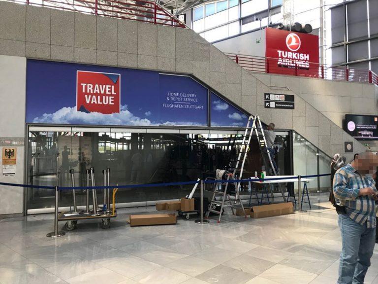 Beklebung Schaufenster Stuttgart Flughafen