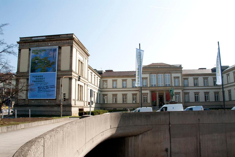 Grossplakate Staatsgalerie Fassade