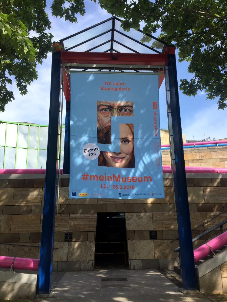 Bauzaunbanner, Werbebanner, Grossplakate und Banner am Portal der Staatsgalerie Stuttgart
