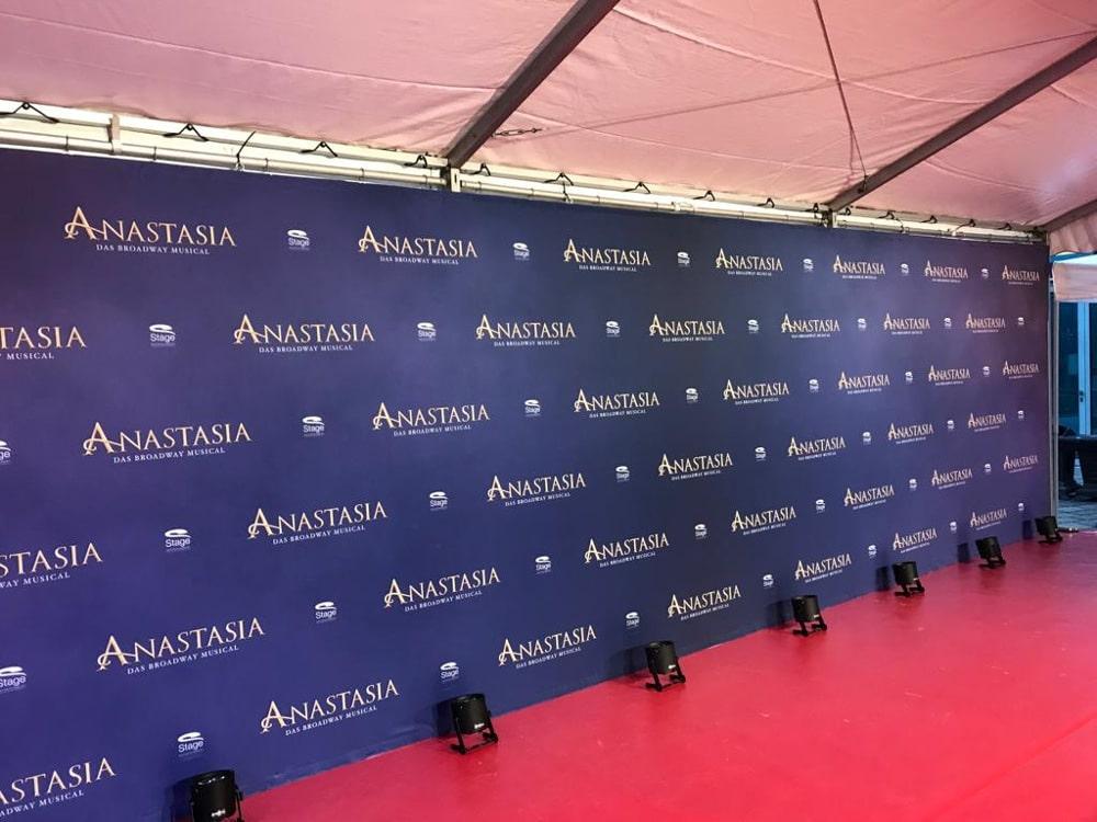 Pressewand Musical Premiere Anastasia im Palladium Stuttgart von Stage Entertainment