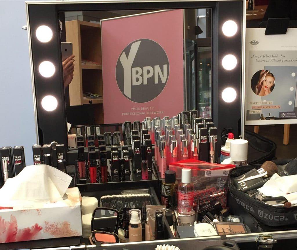 Beauty Corner mit Octalumina Leuchtwand, Schminkecke und Fotowand für die Gesellschafterversammlung der Beauty Alliance