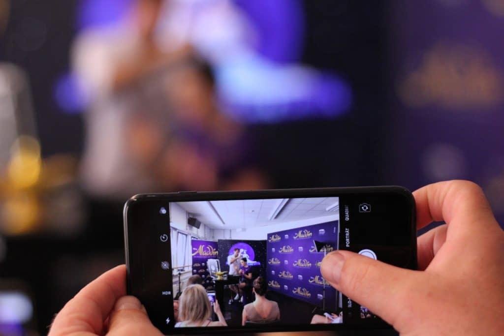 Bild im Bild Octalumina Leuchtwand und Pressewand bei Stage Entertainemnt und Mac Cosmetics mit Cantoni Make-Up Case und Make-Up Stuhl