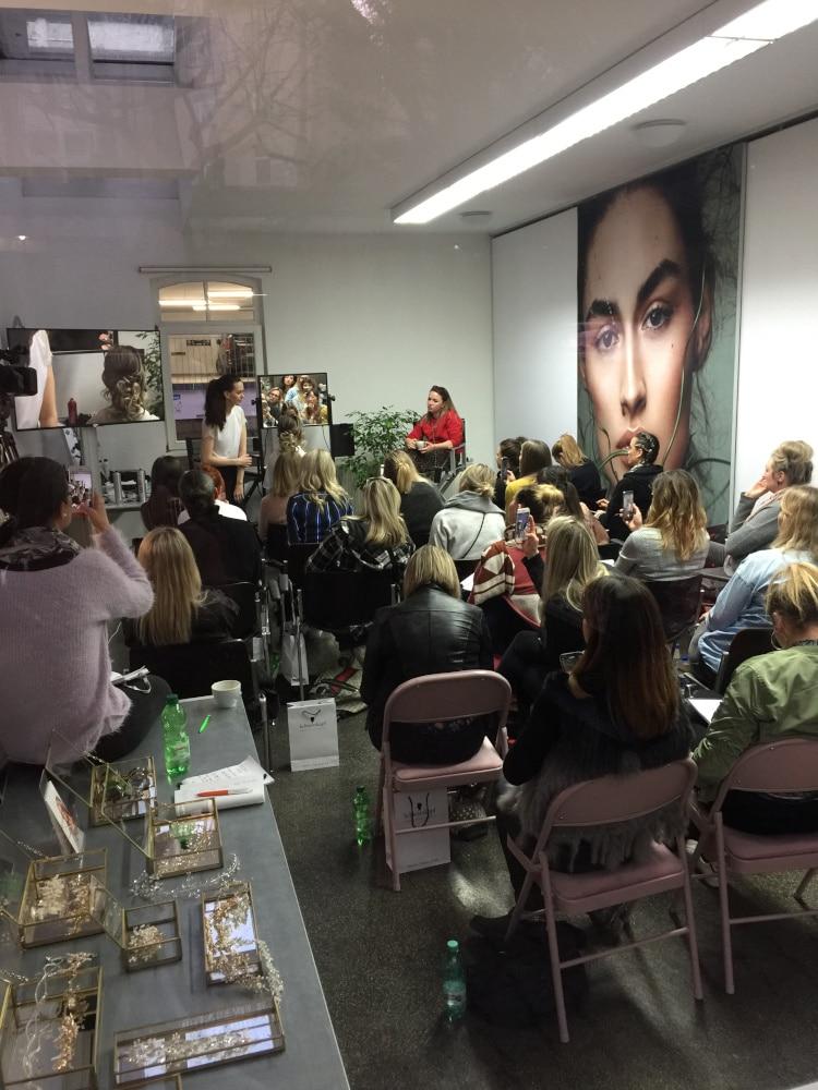 Beauty Event mit Bestuhlung, Bildschirm und Make-Up Station für Beauty Masterclass im Cantoni Showroom Studio 43c
