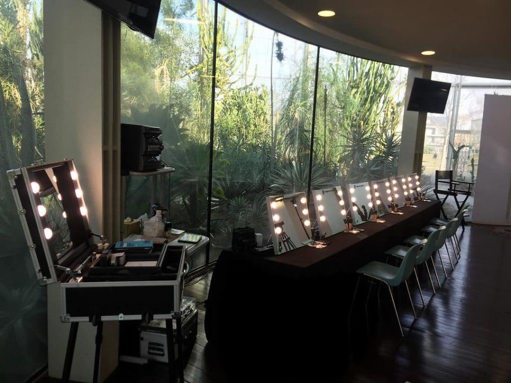 Make-Up Schule mit Tischspiegeln von Cantoni
