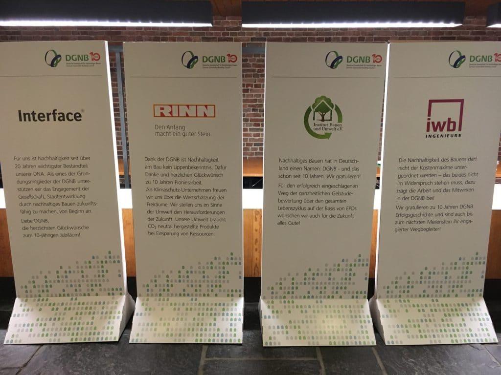 Informations Pappaufsteller Displays aus Pappe