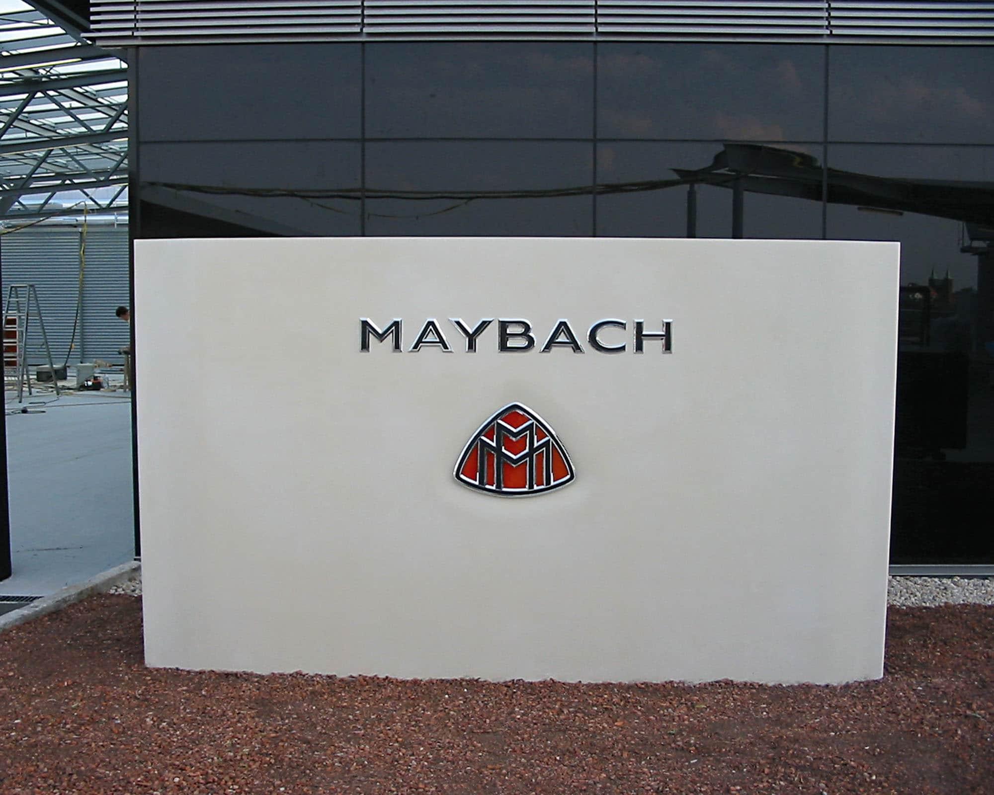 individuelle Werbetechnik am beispiel Maybach Logo